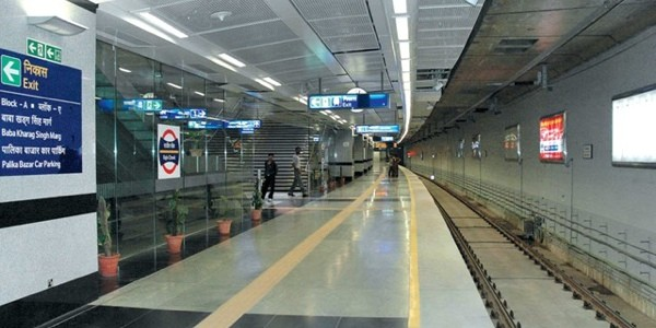 underground_metro_rail_corridor_at_rajiv_chowk_station,_new_delhi.